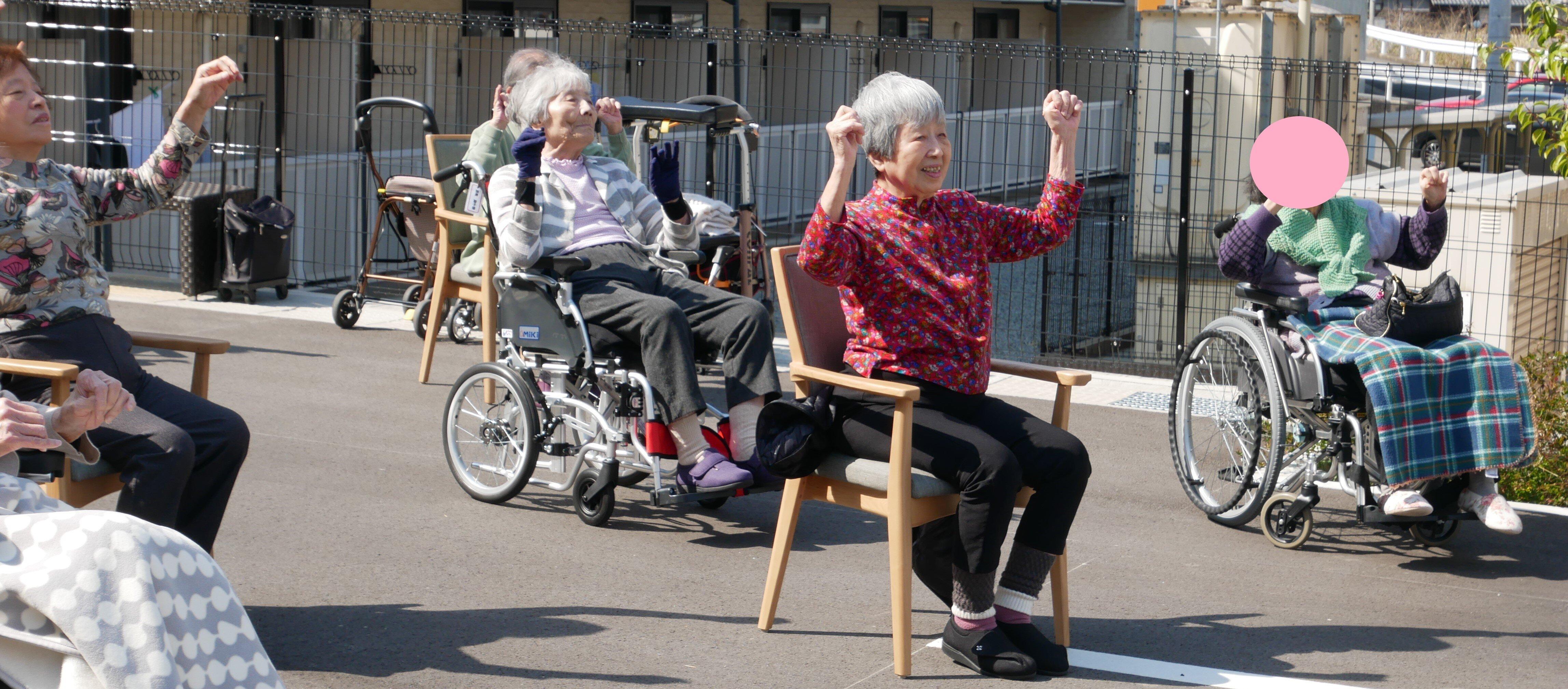 手を上げる運動.jpg