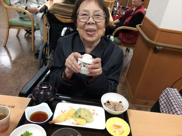 前川10周年昼食.jpg